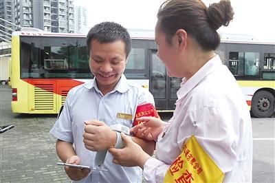 重庆公交数字化运行:掐点等公交 为啥那么准?