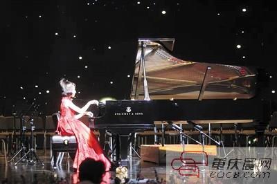 告别小学!12岁女孩举办钢琴独奏音乐会