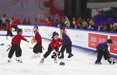 """""""中国杯""""带热花样滑冰 2万多人学冰上芭蕾"""